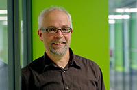 Dr. Jörg van Norden hat gemeinsam mit vielen Kooperationspartnern das Internetportal zur Geschichtskultur in der Region aufgebaut. Foto: Universität Bielefeld