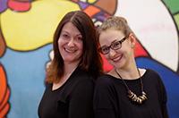 Inci Bayindir und Kristina Ising sind das SchülerInnen-Büro der Universität Bielefeld.