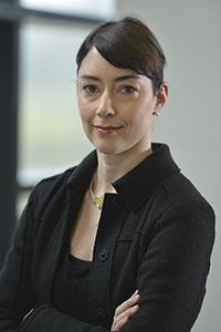 Junior-Professorin Dr. Pia Knoeferle befasst sich mit der Frage, wie Menschen Sprache im Kopf verarbeiten und wie visuelle Reize sich darauf auswirken. Foto: Universität Bielefeld