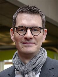 Privatdozent Dr. Andy Thomas von der Universität Bielefeld hat gezeigt, wie Memristoren als Synapsen funktionieren können. Foto: Universität Bielefeld