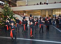 Die Musicaltanzgruppe der Neuen Schmiede in Bethel führte zur Eröffnung ein Tanzmedley auf. Foto: Universität Bielefeld