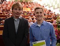 Christian Schnepel (Biochemie) und Roman Ellerbrock (Chemie) (v. l.). Foto: Universität Bielefeld