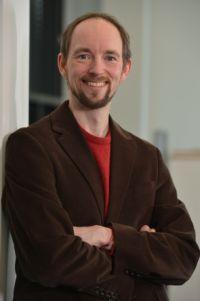 Thomas Hermann ist Spezialist für Sonifikation, die systematische Darstellung von Daten als Klang. Foto: CITEC/Universität Bielefeld