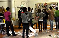 Studierende und unbegleitete minderjährige Flüchtlinge nähern sich gemeinsam künstlerisch den Themen Flucht und Asyl. Foto: Universität Bielefeld