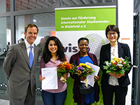 The chairperson Michael W. Böllhoff and the two award winners Zineb El Gharbaoui (University of Applied Sciences) and Mathilde Ackermann (University) together with the guest speaker Prof. Dr. Martina Kessel (from left to right).