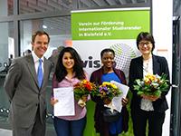 Vorsitzender Michael W. Böllhoff, Preisträgerinnen Zineb El Gharbaoui (Fachhochschule), Mathilde Ackermann (Universität) und Festrednerin Prof. Dr. Martina Kessel (v.l.)