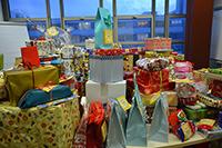 Alle Päckchen werden im Dezember zunächst in der Universität gesammelt und dann nach Bethel gebracht.