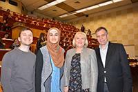 Ricardo Bergmann, Feride Çelik, Karin Schrader und Prof. Dr.-Ing. Gerhard Sagerer hatten viele Tipps für die Studierenden (v.l.). Foto Universität Bielefeld
