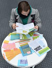 Welches Stipendium ist etwas für mich und wie kann ich mich bewerben? Beim Stipendiaten-Infotag gibt es die Antworten auf Fragen rund ums Stipendium. Foto: Universität Bielefeld