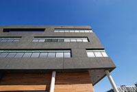 """Im CITEC-Gebäude der Universität Bielefeld wird an der """"mitdenkenden Wohnung"""" KogniHome geforscht. Sie ist ein Ort im """"Land der Ideen"""". Foto: Universität Bielefeld"""