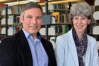 Barbara Knorn führt die Universitätsbibliothek unterstützt durch ihren ständigen Vertreter Dirk Pieper. Foto: Universität Bielefeld