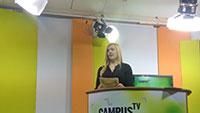 Moderatorin Josefin Zeiler im Campus TV Studio während der Aufzeichnung der 99. Ausgabe. Foto: Campus TV Universität Bielefeld