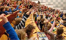 Kinder im Hörsaal Copyright: Universität Bielefeld