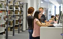 Studierende am Rechner Copyright: Universität Bielefeld