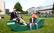 Außenmöbel auf der Uni-Wiese Copyright: Universität Bielefeld