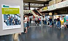 Blick auf das Ankündigungsschild zum Infotag Copyright: Universität Bielefeld