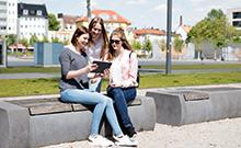 Menschengruppe mit Tablet Copyright: S. Döpel