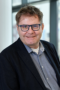 The chemist Prof. Dr Norbert Sewald is coordinating the Magicbullet::Reloaded' research network in which 15 doctoral students will be working on less aggressive cancer drugs. Photo: Bielefeld University