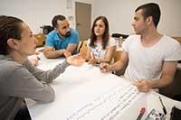 Im Kursverbund bereiten sich 25 Kursteilnehmende pro Jahrgang auf eine Lehrtätigkeit in deutschen Schulen vor. Foto: Bertelsmann Stiftung / V. Mette