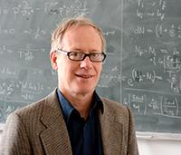 Der Bielefelder Astronom Professor Dr. Dominik Schwarz sucht nach Freiwilligen, die online bei der Auswertung von Himmelsaufnahmen helfen. Foto: Universität Bielefeld