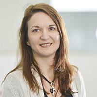 Prof.'in Dr. Elisabetta Chicca forscht dazu, wie Aspekte des Gehirns in Computerschaltkreisen nachgebildet werden können. Foto: Universität Bielefeld
