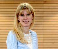 """Junior-Prof.'in Dr. Anna Zaharieva ist auf Seiten der Universität Bielefeld Sprecherin des neuen Leibniz-Wissenschaftscampus """"SOEP RegioHub"""". Foto: Universität Bielefeld"""