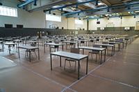 In der Sporthalle der Universität ist Platz für 140 Prüflinge. Foto: Universität Bielefeld