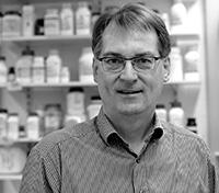Der Biochemiker Professor Dr. Thomas Dierks hinterlässt eine große Lücke an der Fakultät für Chemie. Foto: Universität Bielefeld