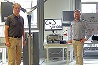 Prof. Dr.-Ing. Ulrich Rückert (li.) von der Universität Bielefeld und Prof. Dr.-Ing. Jens Haubrock von der Fachhochschule Bielefeld leiten das Projekt KI-Grid. Foto: Fachhochschule Bielefeld