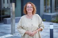 Prof'in Dr. med. Christiane Muth wechselt in diesem Monat an die Medizinische Fakultät OWL. Sie baut die Arbeitsgruppe Allgemein- und Familienmedizin auf. Foto: Universität Bielefeld/S. Jonek