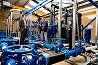 Der Europäische Forschungsrat fördert das Projekt Water-Futures. Forschende befassen sich darin, wie sich die Trinkwasserversorgung in Städten trotz steigendem Wasserbedarf zuverlässig sichern lässt. Foto: KWR Water Research Institute/Ivar Pel
