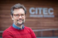 Prof. Dr. Philipp Cimiano vom Institut CITEC der Universität Bielefeld leitet das neue Forschungsprojekt zu Bots als Unterstützern von Meiungsvielfalt. Foto: Universität Bielefeld/M.-D. Müller