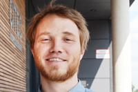 Privatdozent Dr. Florian Muhle von der Fakultät für Soziologie analysiert für das Projekt zum Beispiel, welche Typen von Bots es gibt. Foto: Universität Bielefeld