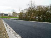 Die neue Baustraße führt Baustellen- und Lieferfahrzeuge auf direktem Weg von der Wertherstraße auf die Konsequenz.