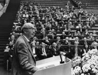 Der Bielefelder Forscher Niklas Luhmann gilt als einer der berühmtesten und wirkmächtigsten deutschen Soziologen des 20. Jahrhunderts. Foto: Universität Bielefeld