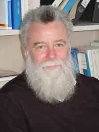 Der Teiilchenphysiker Prof. Dr. Frithjof Karsch ist einer der stellvertretenden Sprecher und auf Seiten der Universität Bielefeld für die Koordination des verlängerten Sonderforschungsbereichs (SFB-TRR 211) zuständig. Foto: Universität Bielefeld